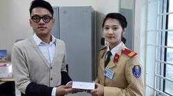 Hà Nội: Nữ cảnh sát xinh đẹp trả lại iPhone 6 cho người đánh rơi