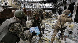 Chùm ảnh cuộc sống binh sĩ Ukraine cố thủ sân bay Donetsk