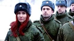 Ngắm cựu điệp viên Nga xinh đẹp luyện tập tại sư đoàn tăng