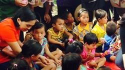 Báo NTNN tặng quà hộ nghèo và trẻ em cơ nhỡ