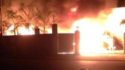 Hà Nội: Cảnh sát phá tường, mở đường chữa cháy trong cụm công nghiệp