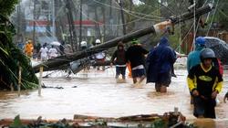 """Chùm ảnh: """"Quái vật"""" Hagupit tàn phá Philippines, ít nhất 2 người thiệt mạng"""