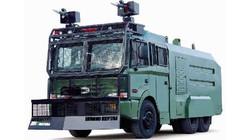 """Cảnh sát mang xe """"khủng"""" tới sân Mỹ Đình"""
