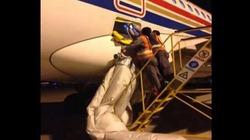 TQ: Hành khách mở cửa thoát hiểm để xuống máy bay nhanh hơn