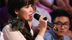 """Hoa hậu Thu Thủy bị công kích vì """"chê"""" tiết mục nhạc đỏ"""