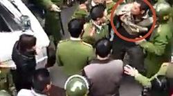 Hải Dương: Hàng chục công an vây bắt kẻ cướp cầm dao phóng lợn