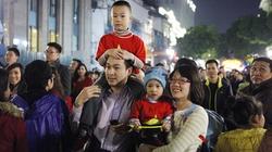 Người dân Thủ đô đổ ra đường chào đón năm mới