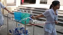 Đau đẻ chờ… nước sạch