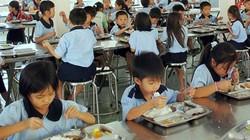 Con ăn ở trường, bố mẹ lo ngay ngáy