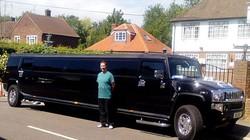 Siêu xe Limousine chở người tị nạn gây sốc ở Anh