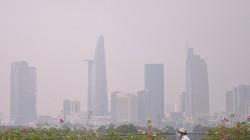 Gần trưa, Sài Gòn vẫn ẩn hiện trong sương mù