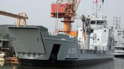 VN lần đầu tiên xuất khẩu tàu chở quân, xe thiết giáp