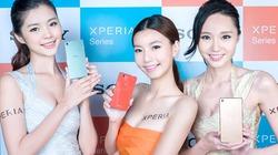 Những mỹ nữ nóng bỏng khoe smartphone
