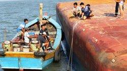Toàn cảnh ngày đầu cứu hộ tàu hàng chìm ở Cần Giờ