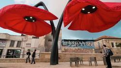 """Kỳ lạ: Những chiếc đèn """"nở hoa"""" khi thấy người"""