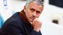 """Mourinho tiếp tục nhận tin """"sét đánh"""""""