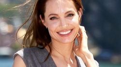 """Angelina Jolie bình thản trước lời tố """"hư hỏng, thiểu năng"""""""