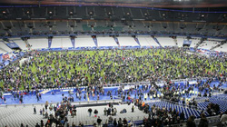 Clip: Người Pháp hát quốc ca sau vụ khủng bố kinh hoàng
