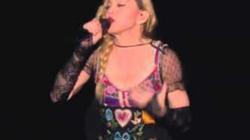 Madonna rơi nước mắt trước thảm kịch tại Paris
