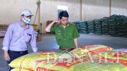 GĐ trộn chất cấm vào thức ăn chăn nuôi bịt mặt tiếp đoàn thanh tra