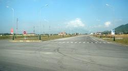 Huyện nghèo bỏ 240 tỷ làm đường 10 làn xe... để ngắm?