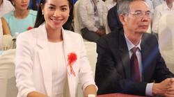 HH Phạm Hương tặng 3.000 cuốn sách khởi nghiệp cho SV
