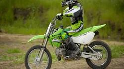 Kawasaki KLX 110: Chiến mã cho những tay lái trẻ thích phượt