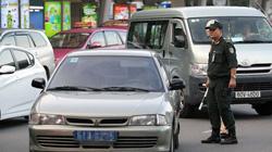 """Xử xe công """"nằm lì"""" ở sân bay Tân Sơn Nhất"""