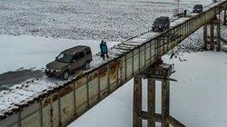 Rùng mình cây cầu thép không lan can, chỉ có…1 làn xe