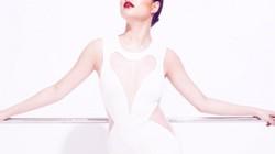 """Facebook sao 28/11: Hoàng Thùy Linh sexy hơn khi """"yêu"""""""
