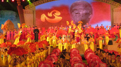 Hơn 8.000 người dự lễ kỷ niệm ngày sinh Đại thi hào Nguyễn Du