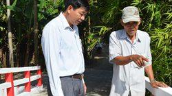 Lão nông đứng ra thành lập tổ vá đường, làm cầu từ thiện