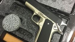 Phát hiện 2 khẩu súng trong hành lý thất lạc ở sân bay