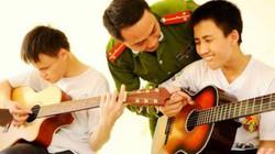 Thượng úy trẻ dạy nhạc miễn phí cho trẻ em khiếm thị