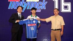 Công Phượng run run trong ngày ký hợp đồng với Mito Hollyhock