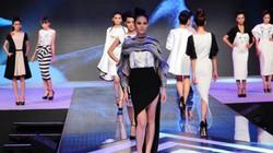 Việt Nam có hàng ngàn người mẫu, chẳng ai quản nổi!