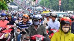 """Người và phương tiện """"bó chân"""" trên đường phố Sài Gòn"""