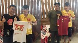 """Công Vinh lại bị """"đá đểu"""" vì khoe """"fan độc"""" ở  Indonesia"""