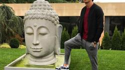 """Xúc phạm Đức Phật, Ronaldo bị """"ném đá"""" dữ dội"""