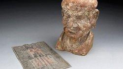 Tiền giấy 700 năm tuổi giấu trong đầu tượng La Hán
