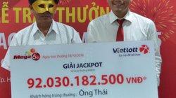 Vì ai khách hàng trúng 92 tỷ đồng phải đeo mặt nạ khi nhận thưởng?