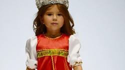 Bé gái 4 tuổi nói thạo 7 thứ tiếng khiến thế giới ngưỡng mộ