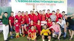 Nhà vô địch giải bóng đá báo NTNN ủng hộ miền Trung 3 triệu đồng
