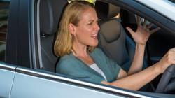 """Phụ nữ dễ nổi """"khùng"""" hơn nam giới khi lái xe"""
