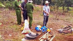 Ảnh: Vũ khí vương vãi tại nơi xảy ra vụ bắn chết 3 người ở Đắk Nông