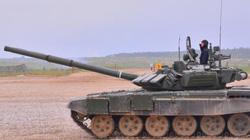 Xem xe tăng T-72B3 Nga trình diễn khả năng vẽ tranh, cắt táo