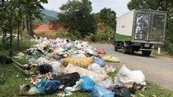 Quảng Ngãi: Bãi rác tràn ra Quốc lộ, lấn xe cộ lưu thông