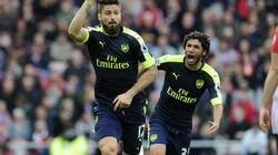 Clip Sanchez, Giroud lập cú đúp, Arsenal đánh chiếm ngôi đầu
