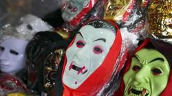 Giới trẻ sắm đồ kỳ dị trên phố thời trang Haloween Hàng Mã