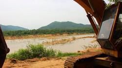 Bình Định: Bờ sông sạt lở nghiêm trọng vì... khai thác cát rầm rộ